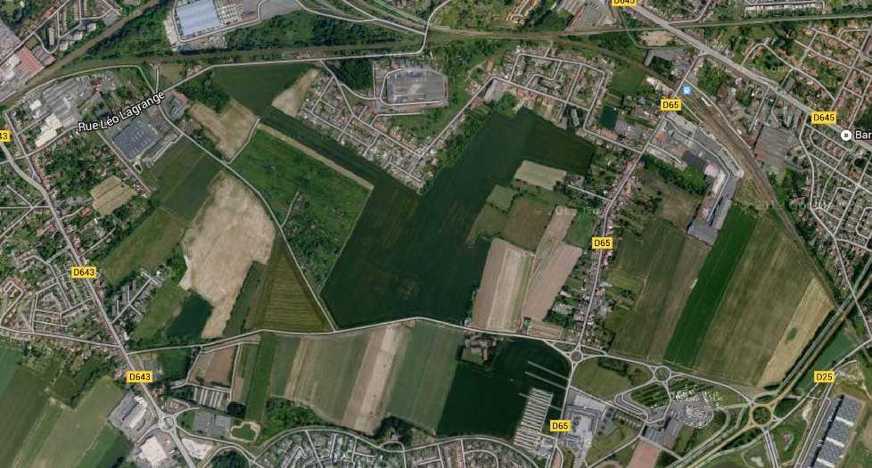 """Ces champs sont en train d'être remplacés par une ville """"écologique""""."""